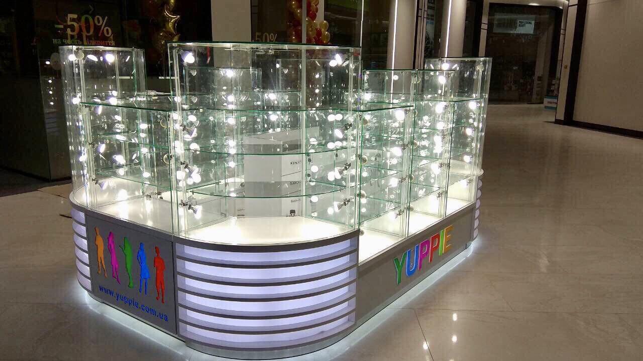 Торговый островок от Мито-Дизайн для магазина Yuppie в ТРК «Smart Plaza»