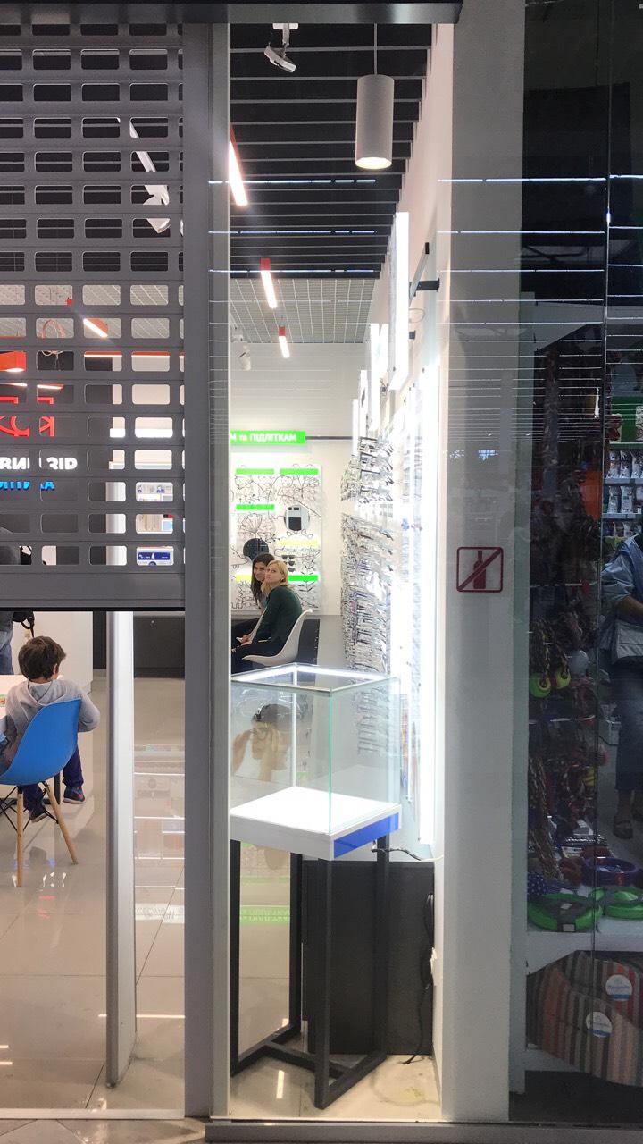 Торговое оборудование для магазина оптики